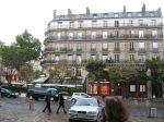 Просто дом, каких в Париже полно